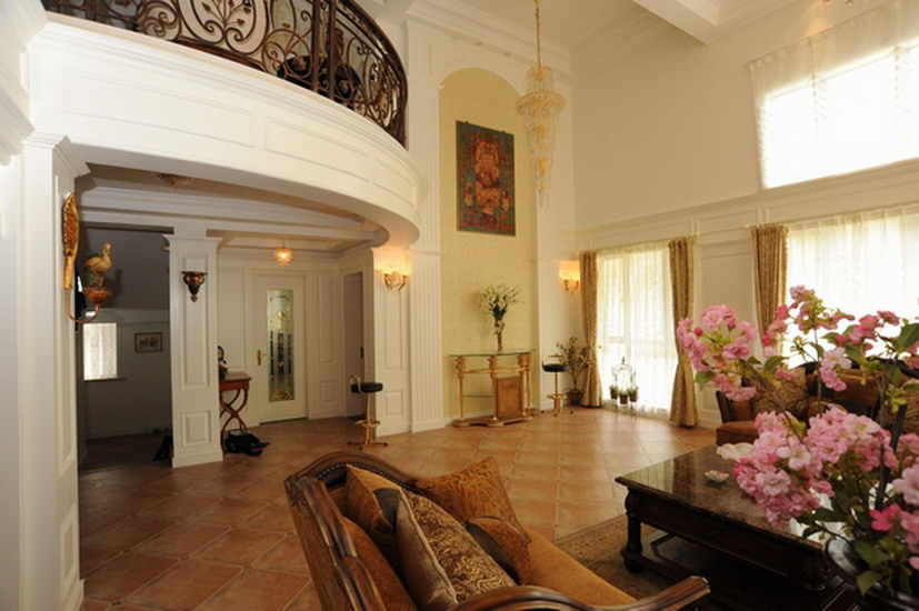 別墅客廳高尖頂裝修